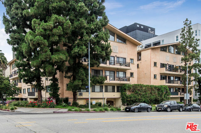 Photo of 1154 S Barrington Ave #112, Los Angeles, CA 90049