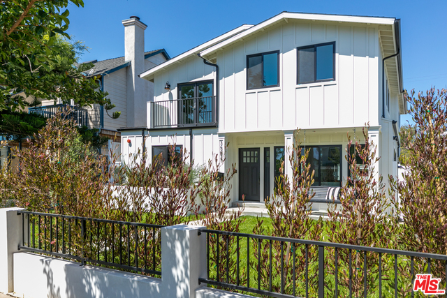 Photo of 3524 REDWOOD AVE, Los Angeles, CA 90066