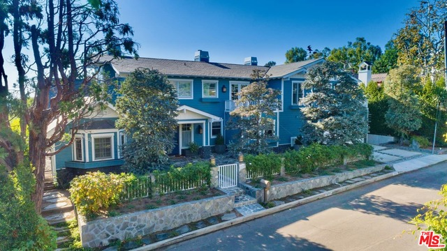 Photo of 1237 Villa Woods Dr, Pacific Palisades, CA 90272