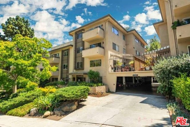 Photo of 6708 Hillpark Dr #104, Los Angeles, CA 90068