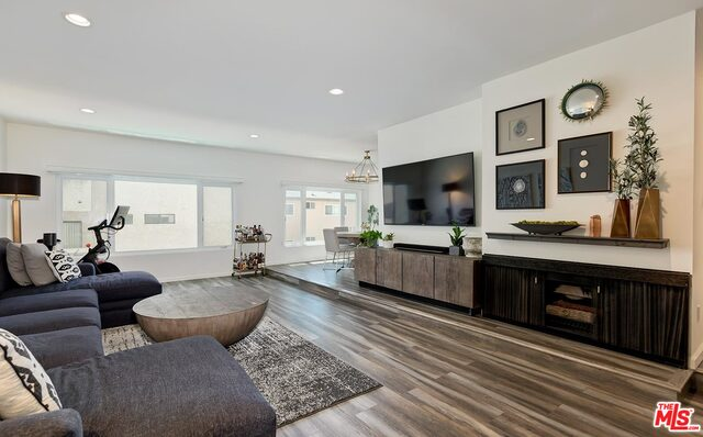 Photo of 11820 Mayfield Ave #105, Los Angeles, CA 90049