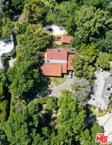 Photo of 12301 Viewcrest Rd, Studio City, CA 91604