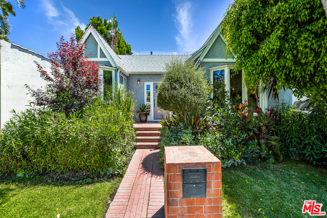 Photo of 8810 Rosewood Ave, West Hollywood, CA 90048
