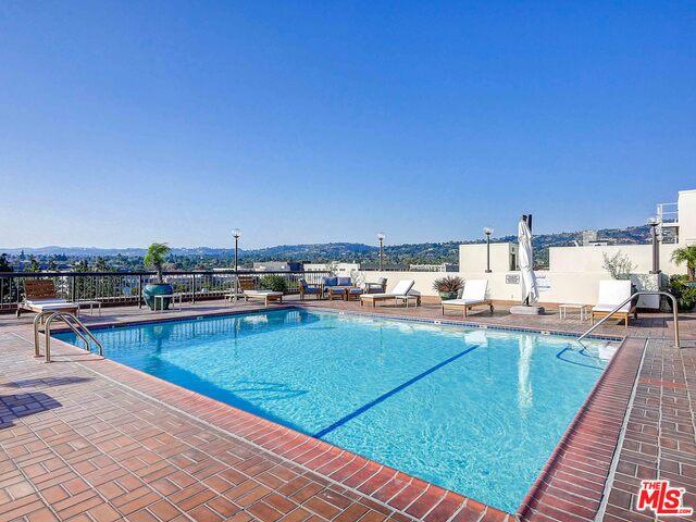 Photo of 325 N Oakhurst Dr #201, Beverly Hills, CA 90210