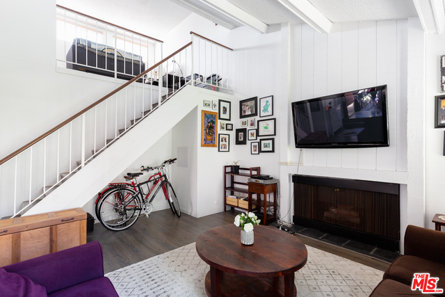 Photo of 5031 Maytime Ln, Culver City, CA 90230