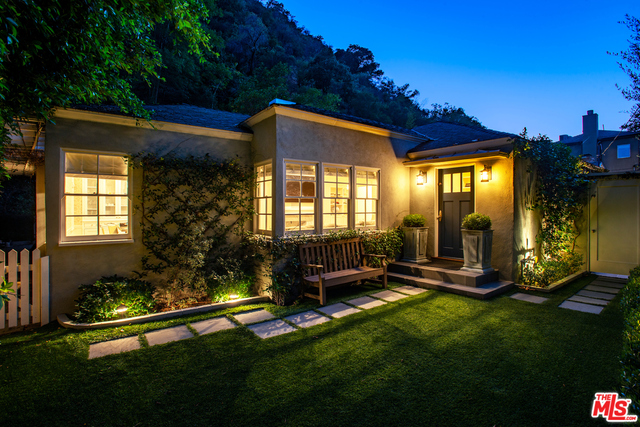 Photo of 1507 Benedict Canyon Dr, Beverly Hills, CA 90210