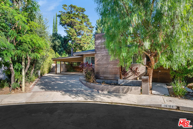 Photo of 16184 Meadowcrest Rd, Sherman Oaks, CA 91403