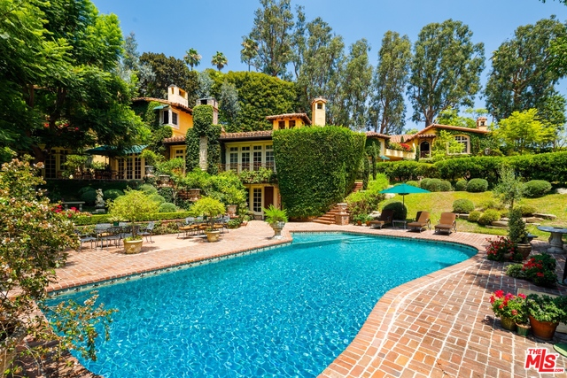 Photo of 1167 Summit Dr, Beverly Hills, CA 90210