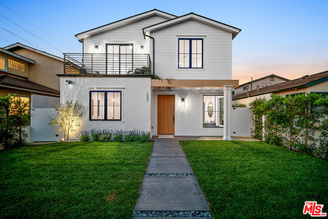 Photo of 3608 Redwood Ave, Los Angeles, CA 90066