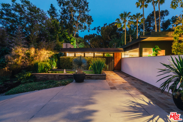 Photo of 219 Chautauqua Blvd, Pacific Palisades, CA 90272