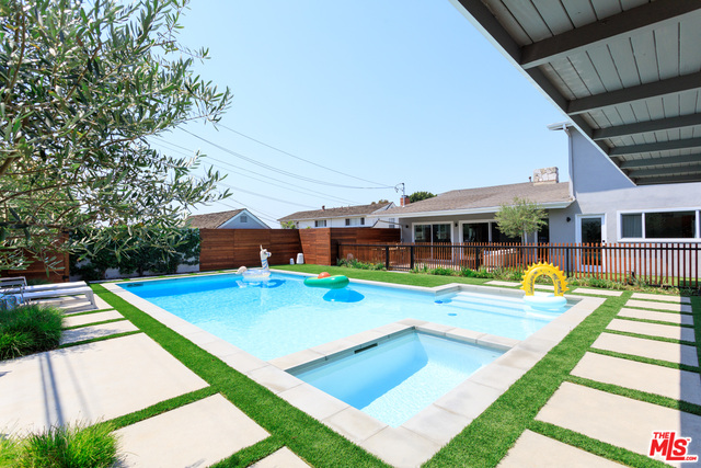Photo of 5554 S Holt Ave, Los Angeles, CA 90056