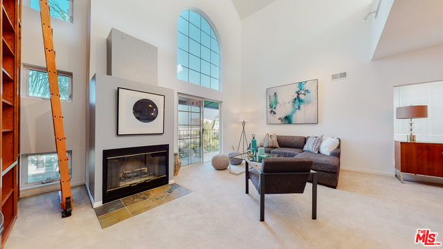 Photo of 963 Larrabee St #2, West Hollywood, CA 90069
