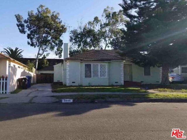 Photo of 8940 Kramerwood Pl, Los Angeles, CA 90034