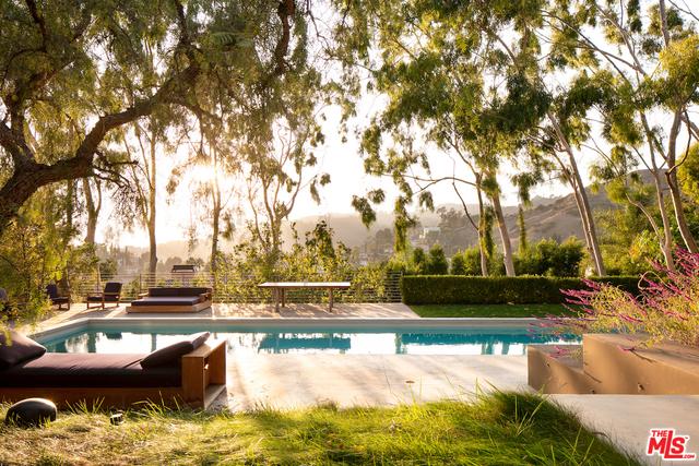 Photo of 6354 Bryn Mawr Dr, Los Angeles, CA 90068