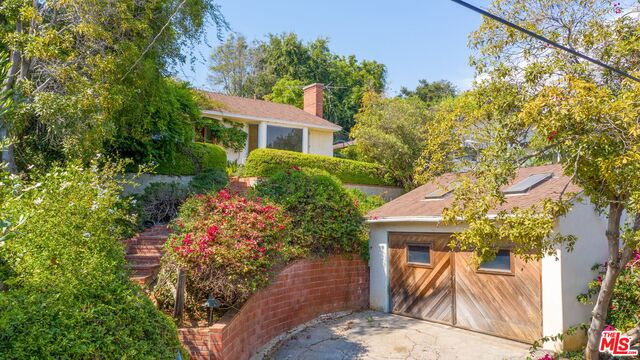 Photo of 615 N Marquette St, Pacific Palisades, CA 90272