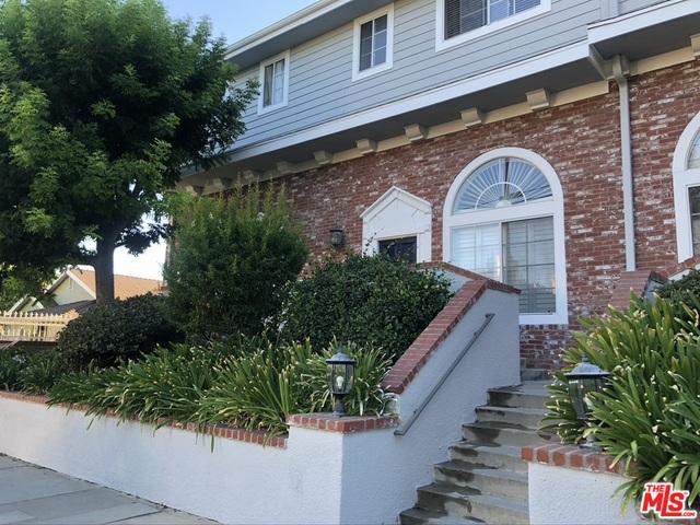 Photo of 8741 Darby Ave, Northridge, CA 91325