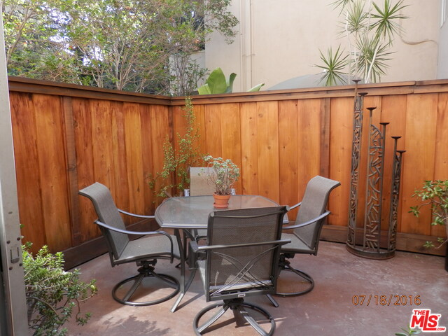 Photo of 6716 Hillpark Dr, Los Angeles, CA 90068
