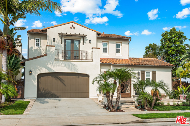 Photo of 7525 Coastal View Dr, Los Angeles, CA 90045