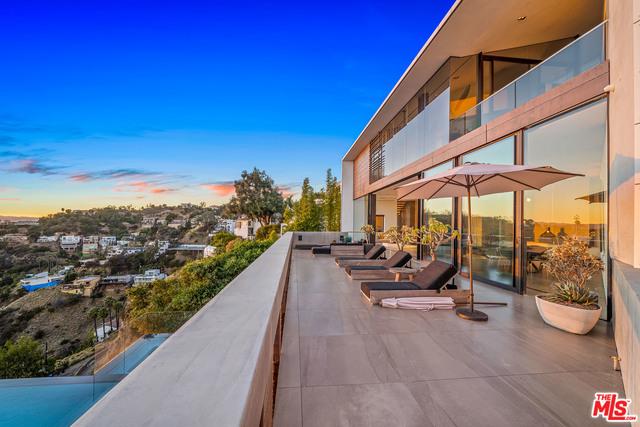 Photo of 8790 Appian Way, Los Angeles, CA 90046