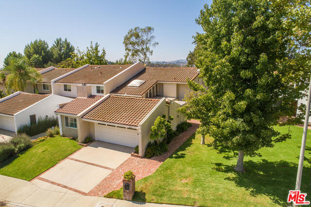 Photo of 2637 Angelo Dr, Los Angeles, CA 90077