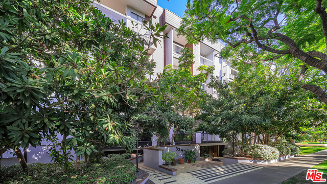 Photo of 324 N Palm Dr #407, Beverly Hills, CA 90210