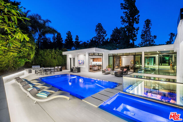 Photo of 1049 Loma Vista Dr, Beverly Hills, CA 90210