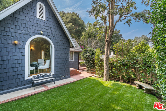 Photo of 9856 Easton Dr, Beverly Hills, CA 90210