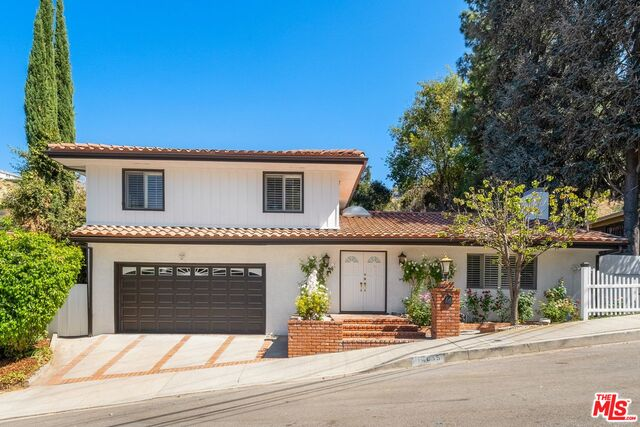 Photo of 14835 Jadestone Dr, Sherman Oaks, CA 91403