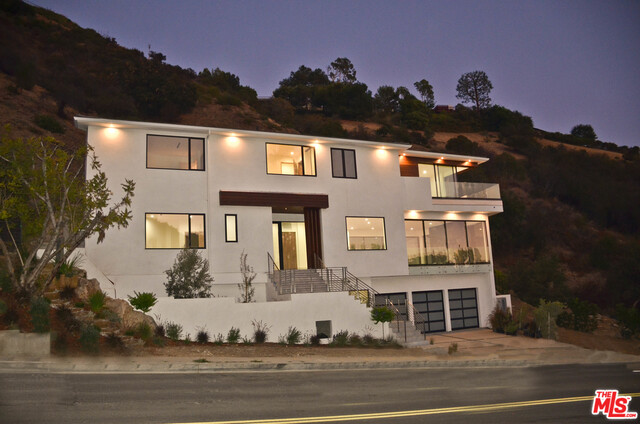 Photo of 1142 Bienveneda Ave, Pacific Palisades, CA 90272