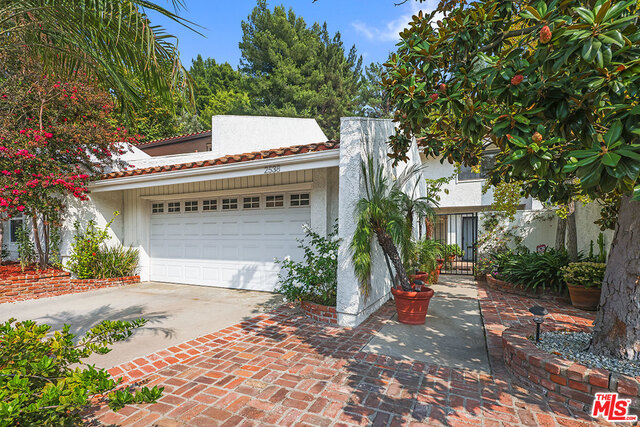 Photo of 2538 Almaden Ct, Los Angeles, CA 90077
