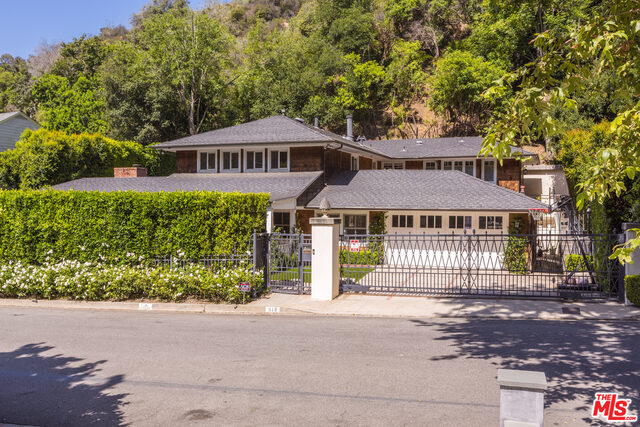 Photo of 919 CHANTILLY RD, LOS ANGELES, CA 90077