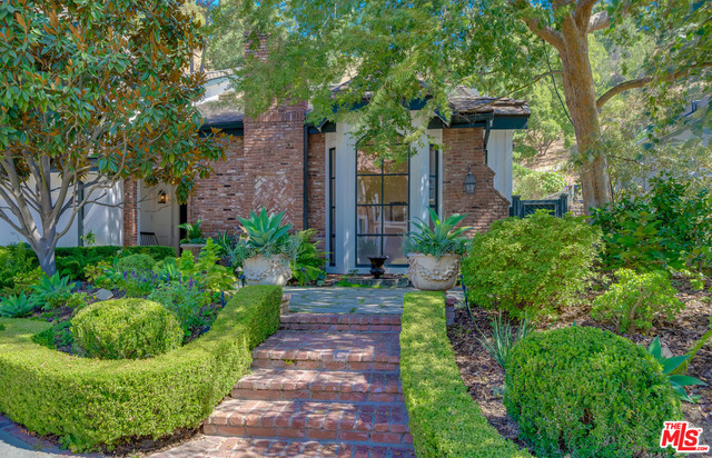 Photo of 3178 Abington Dr, Beverly Hills, CA 90210