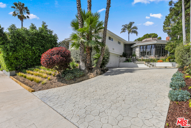 Photo of 3205 Shelby Dr, Los Angeles, CA 90034