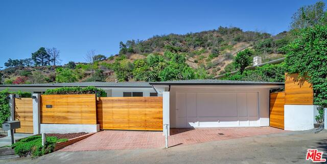 Photo of 9495 Gloaming Dr, Beverly Hills, CA 90210