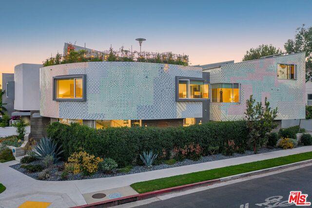 Photo of 741 California Ave, Venice, CA 90291