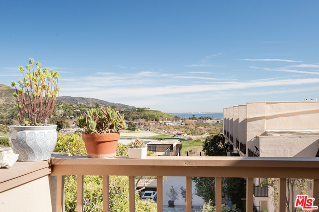 23910 DE VILLE WAY, MALIBU, California 90265, 2 Bedrooms Bedrooms, ,2 BathroomsBathrooms,Residential,For Sale,DE VILLE,20-640100