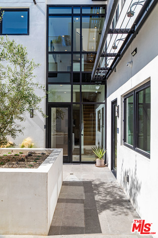 Photo of 812 HUNTLEY DR #101, WEST HOLLYWOOD, CA 90069