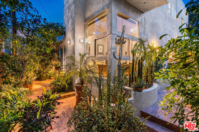Photo of 8720 W West Knoll Dr #105, West Hollywood, CA 90069
