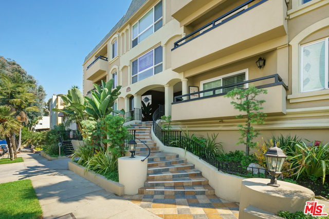 Photo of 11646 Chenault St #4, Los Angeles, CA 90049