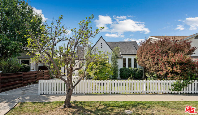 Photo of 3775 Colonial Ave, Los Angeles, CA 90066