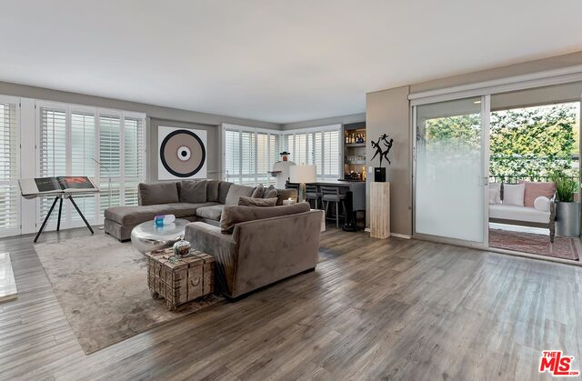 Photo of 320 N Maple Dr #205, Beverly Hills, CA 90210