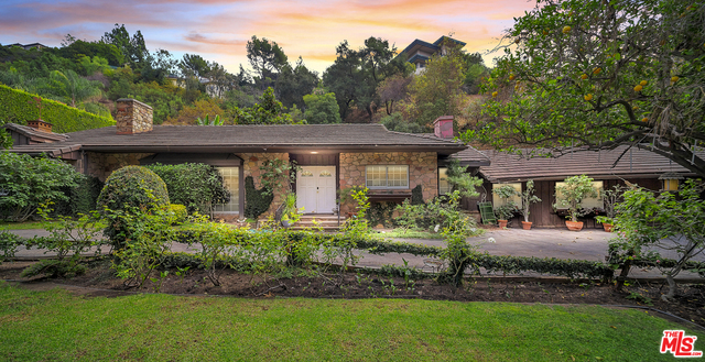 Photo of 1130 Coldwater Canyon Dr, Beverly Hills, CA 90210