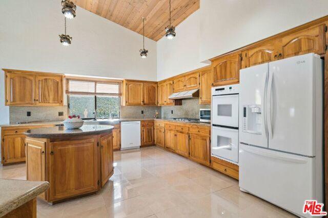 24618 Blue Dane Ln, Malibu, California 90265, 4 Bedrooms Bedrooms, ,4 BathroomsBathrooms,Residential Lease,For Sale,Blue Dane,20-646718