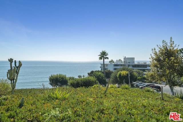 17352 Sunset Blvd, Pacific Palisades, California 90272, 1 Bedroom Bedrooms, ,1 BathroomBathrooms,Residential,For Sale,Sunset,20-647220