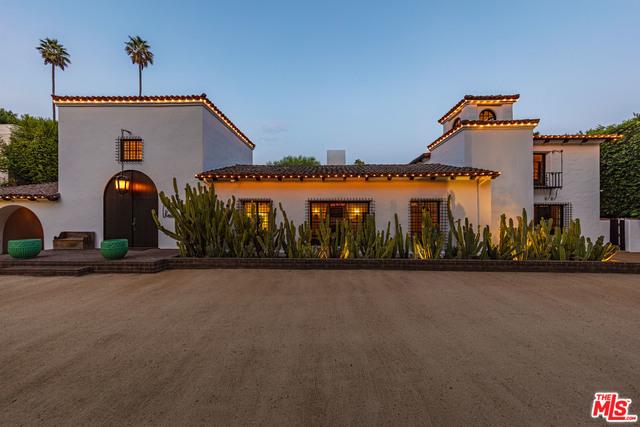 Photo of 820 N Roxbury Dr, Beverly Hills, CA 90210
