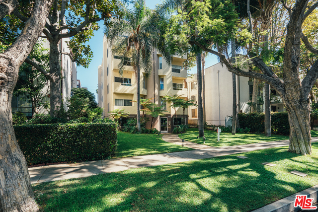 Photo of 410 N Oakhurst Dr #202, Beverly Hills, CA 90210
