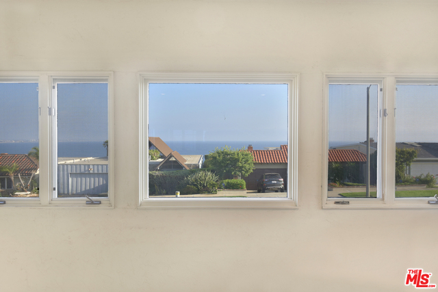 18421 Coastline Dr, Malibu, California 90265, 3 Bedrooms Bedrooms, ,2 BathroomsBathrooms,Residential,For Sale,Coastline,20-649440