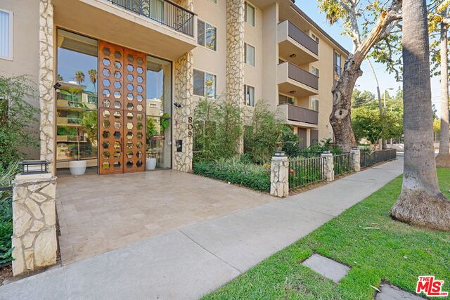 Photo of 809 S Bundy Dr #203, Los Angeles, CA 90049