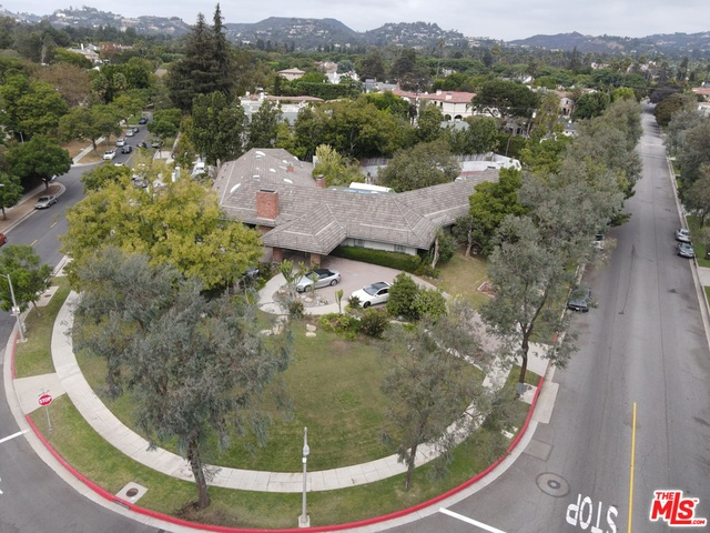 Photo of 800 N Whittier Dr, Beverly Hills, CA 90210