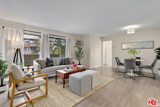 Photo of 837 N West Knoll Dr #205, West Hollywood, CA 90069